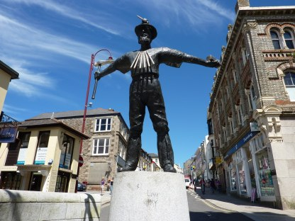 cornish_miner_statue_redruth_-_geograph-org-uk_-_1903992